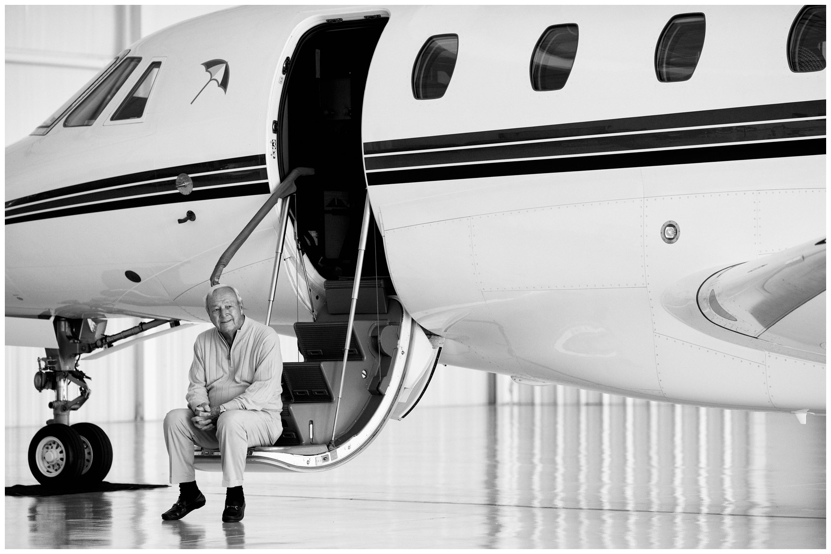 Arnold Palmer, shortly after completing his final flight as a pilot.