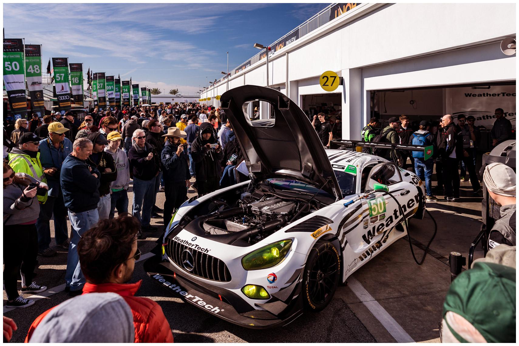 mercedes-benz-AMG-GT3-garage-rolex-24