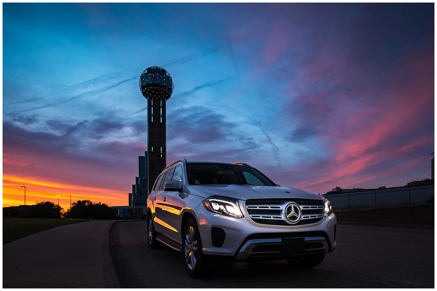 illuminated star mercedes-benz gls 450 dallas reunion tower sunset