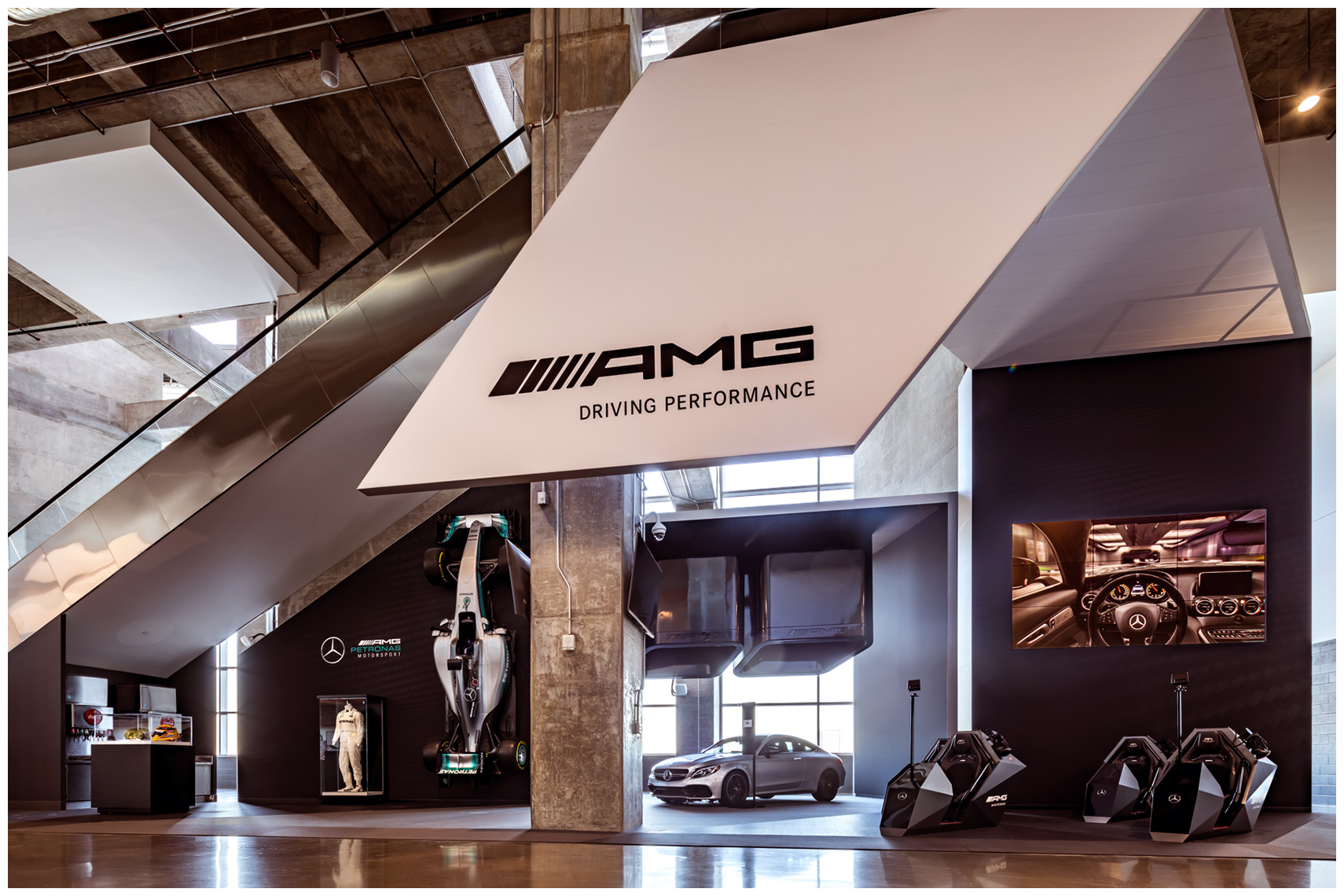 amg petronas vr virtual reality activation inside the mercedes-benz stadium