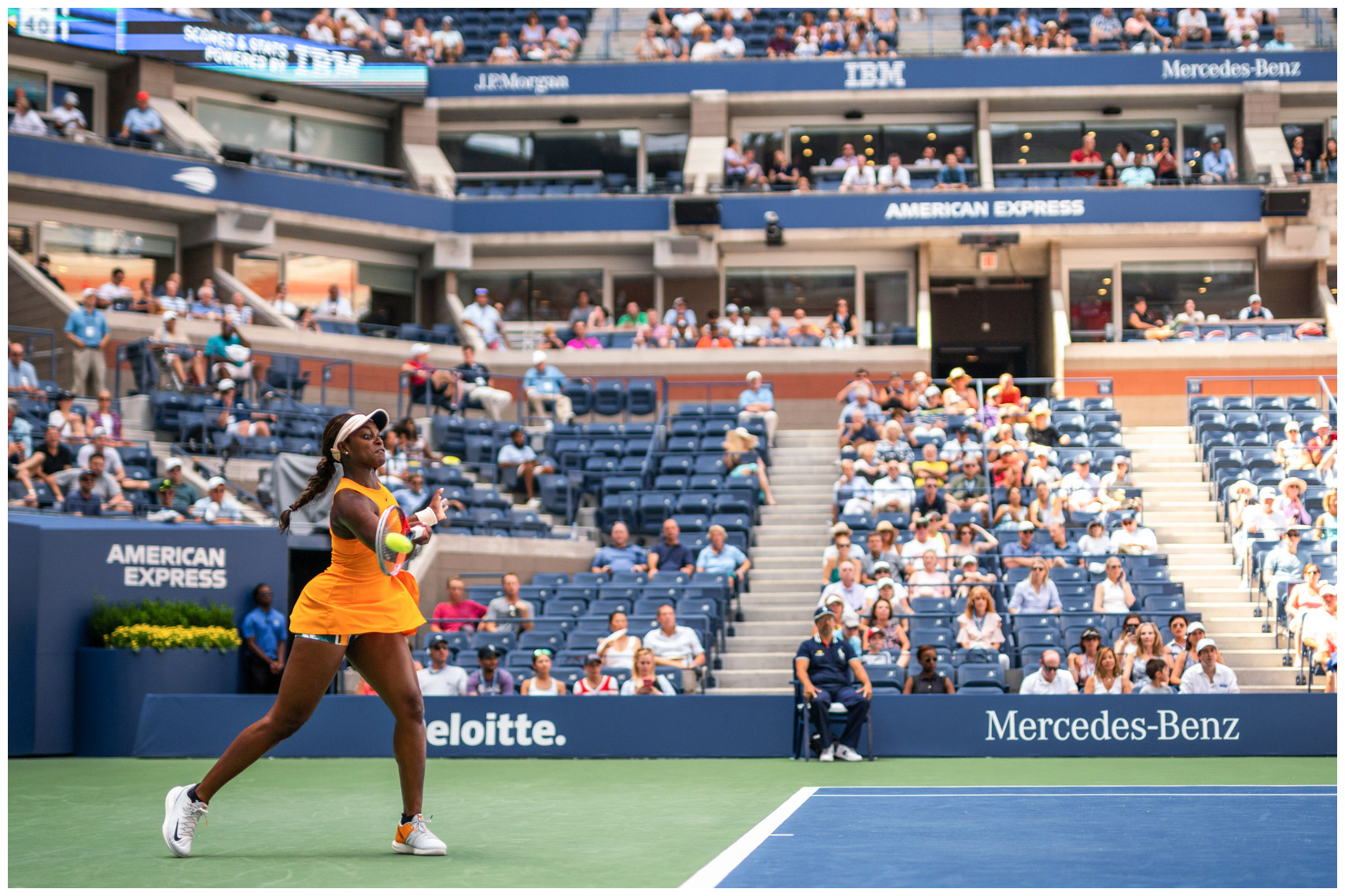 sloane-stephens-action-f-us-open-tennis-mercedes-benz-ambassador